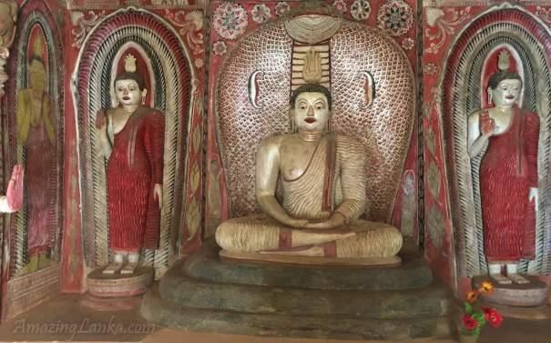හල්ලොලුව පල්ලේගම අම්බලම ආසන්නයේ ඇති සෙල්ලාවලි රජමහා විහාරයට අයත් විහාර ගෙය තුල -  Inside the image house of Sellawali Rajamaha Viharaya close to the Pallegama Ambalama