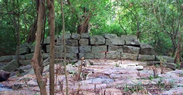 යාන් ඔය නිම්නයේ පුරාණ වාහල්කඩ අමුණ - Ancient Wahalkada Amuna on Yan Oya