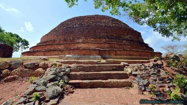 Giribanda Seya Stupa of Mihintale – මිහින්තලේ ගිරිභණ්ඩ ස්තූපය