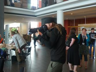 El fotografo oficial en acción: Henry Söderlund/The official photographer in action