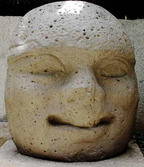 Steinkopf der Olmeken im La Venta Museum Park in Villahermosa - 3