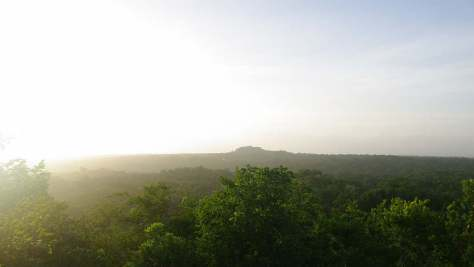 La Danta im Morgenlicht von El Tigre aus gesehen