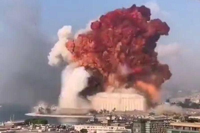 Grande explosão causa pânico na região portuária de Beirute, no Líbano