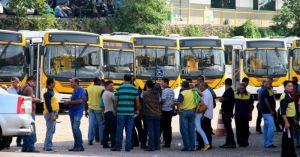 Rodoviários de duas empresas de ônibus paralisam atividades nesta segunda (24), em Manaus