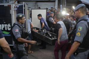 Vendedor de frutas é assassinado a tiros em frente à drogaria, em Manaus