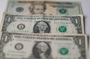 Dólar abre o dia com cotação acima de R$4 reais