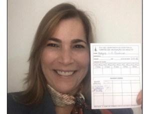 'Capitã Cloroquina' é duramente criticada após tomar vacina contra covid