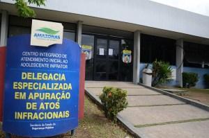 Adolescente de 17 anos é apreendido com várias porções de drogas em Manaus