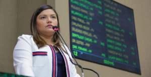 VEJA O VÍDEO: Ameaçada de perder o mandato, deputada estadual Joana Darc volta a Assembléia Legislativa e pede desculpas