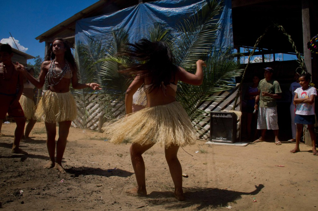 Indian dance in a ceremony at Tribes Park (Photo: Alberto Cesar Araujo / AmReal)