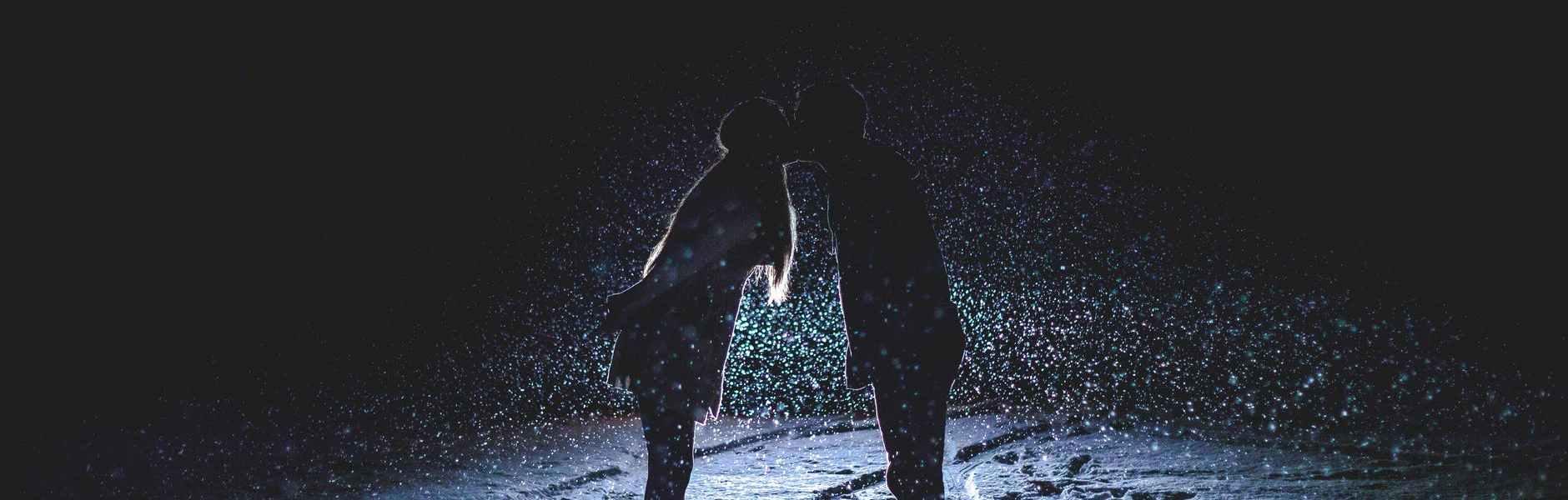 couple footprints kiss kissing
