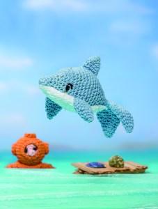 crochet dolphin diver