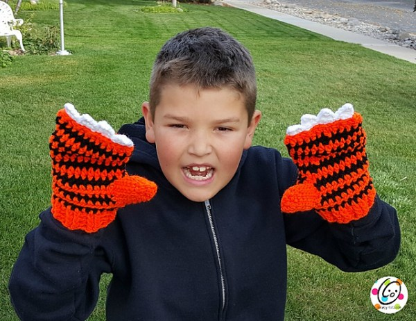 Tiger Mittens by Snappy Tots