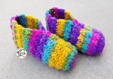 Huggy Slippers crochet pattern by Snappy Tots.