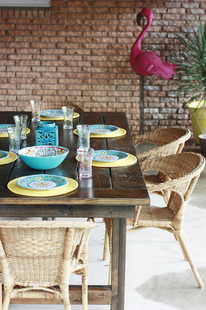 indoor outdoor DIY Farmhouse table with free plans and cut list