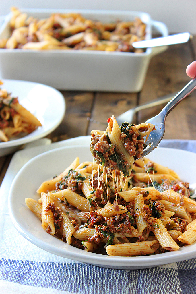 slow-cooker-beef-cheese-pasta the cooking jar