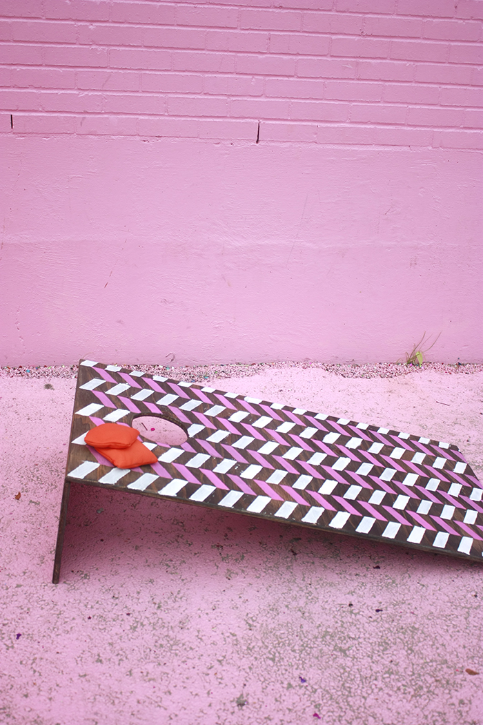 DIY Cornhole boards that are collapsible and lightweight! // Amber-Oliver.com