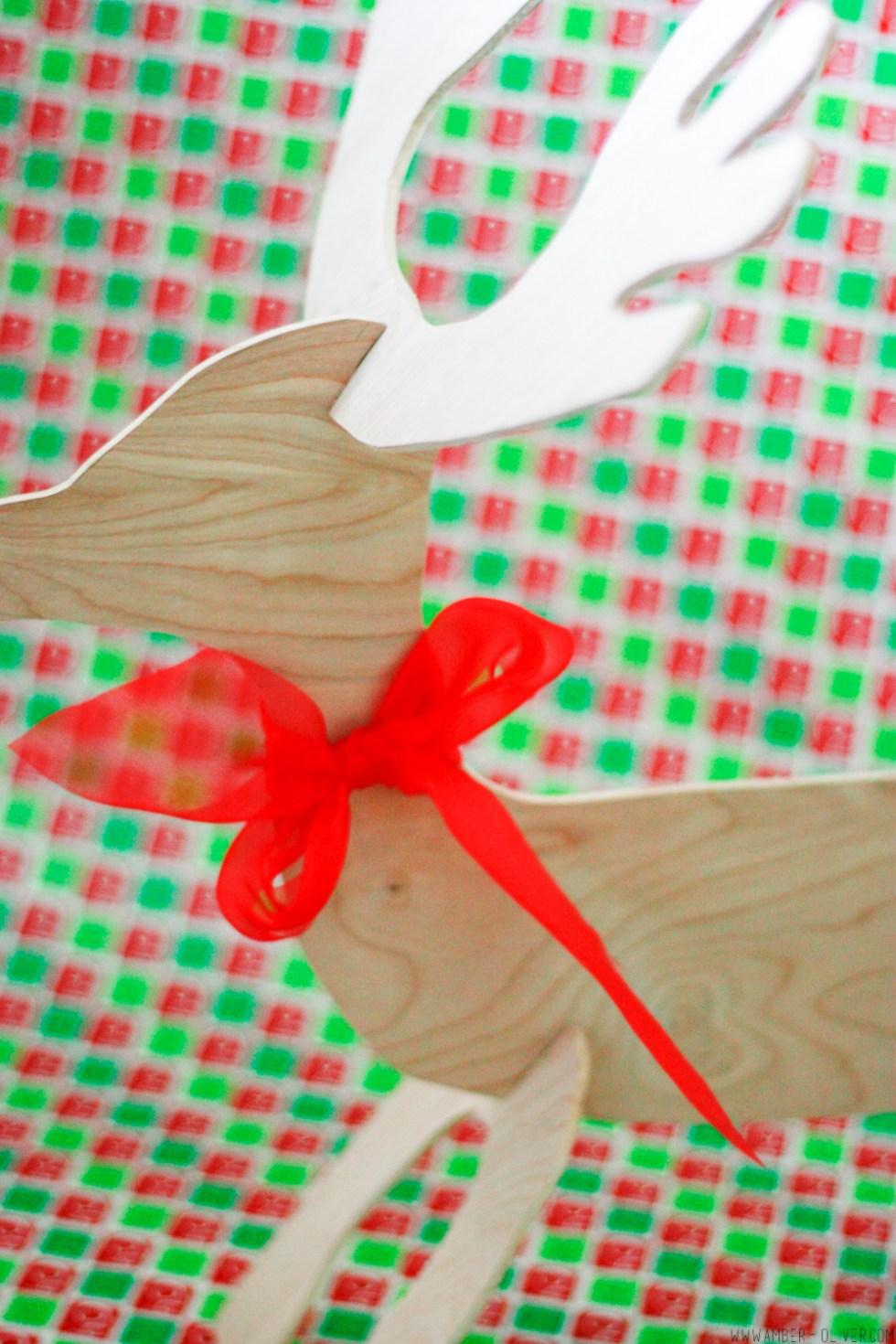 DIY Reindeer cut out - how to use the scroll saw. Video and free printable!
