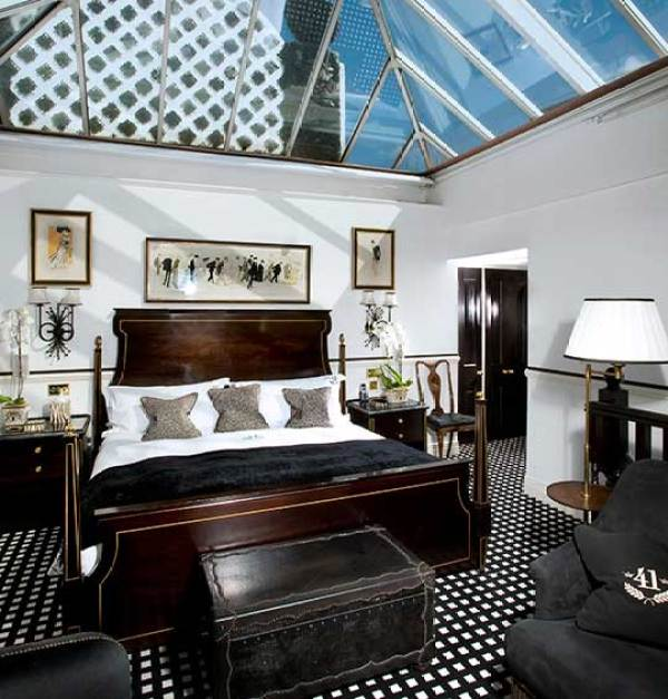 Amberlair Crowdsourced Crowdfunded Boutique Hotel - Meet travel blogger couple Becky and Gray of Global Grasshopper at Hotel 41 in London #boholover