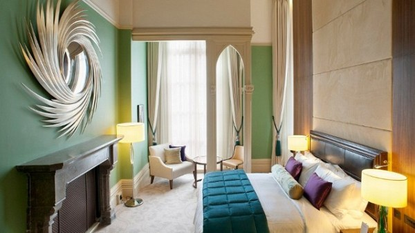 Amberlair Crowdsourced Crowdfunded Boutique Hotel - Meet travel blogger Jayne Gorman of Girl Tweets World at St. Pancras Renaissance Hotel in London #boholover