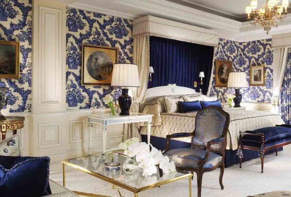 Amberlair Crowdsourced Crowdfunded Boutique Hotel -George V Paris #BoHoLover: Meet Carrie @carrieamitchell of Stylegroove