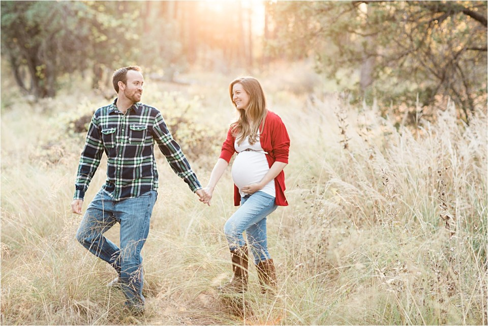 maternity_mount-lemmon_holding-hands_plaid-shirt_red-sweater_04