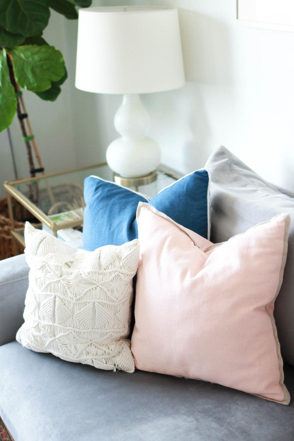 Living Room Home Tour | amberpizante.com