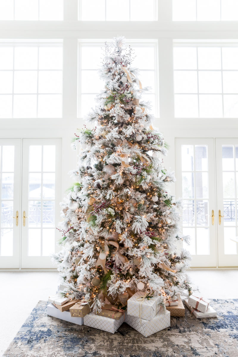 The Great Debate: Real vs. Faux Christmas Trees | amberpizante.com