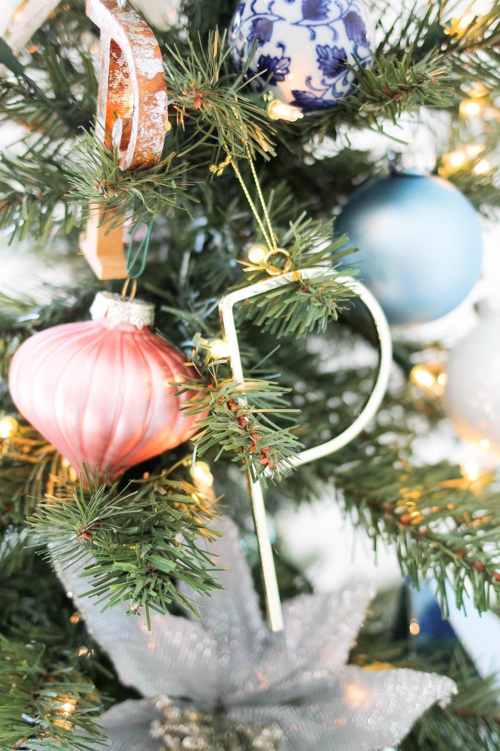 Christmas Ornaments-Holiday Home Tour 2017 - amberpizante.com