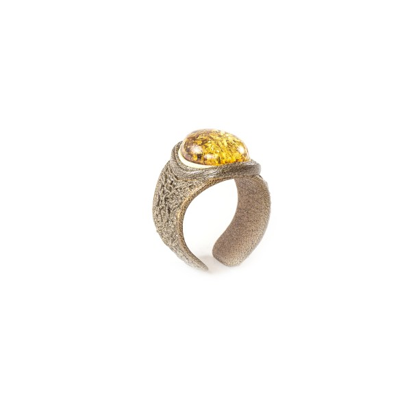 leather-ring-with-natural-baltic-amber-bastian-2