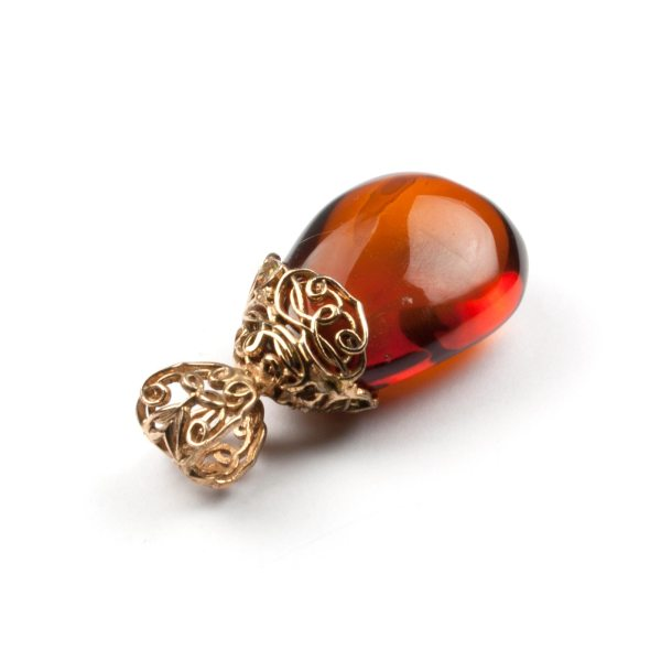 pendant-from-natural-baltic-amber-mystery-rightside