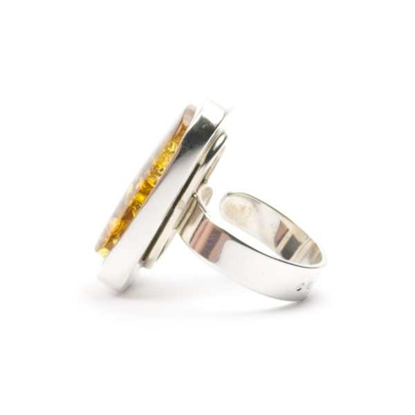 silver-ring-with-natural-baltic-amber-piece-sideview-2