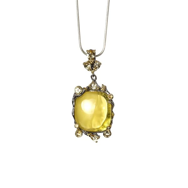 silver-pendant-with-natural-baltic-amber-manis-front