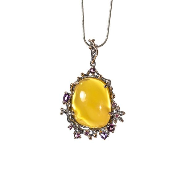 silver-pendant-with-natural-baltic-amber-tender-front