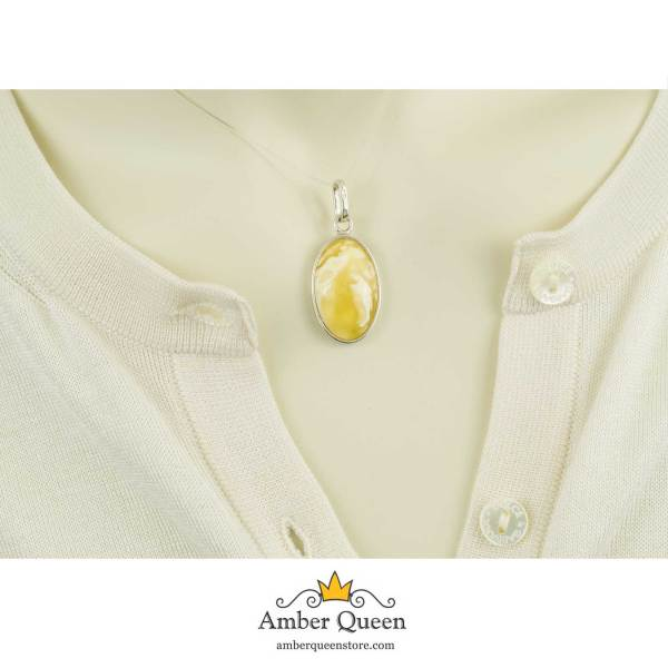Gentle Amber Pendant with Pattern in Silver on Mannequin Close