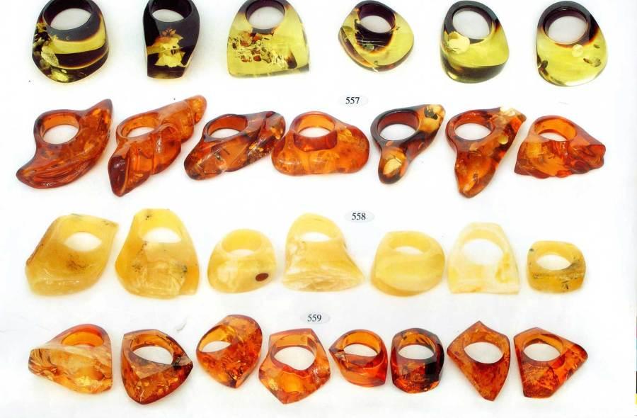 556-559 gintariniai žiedai
