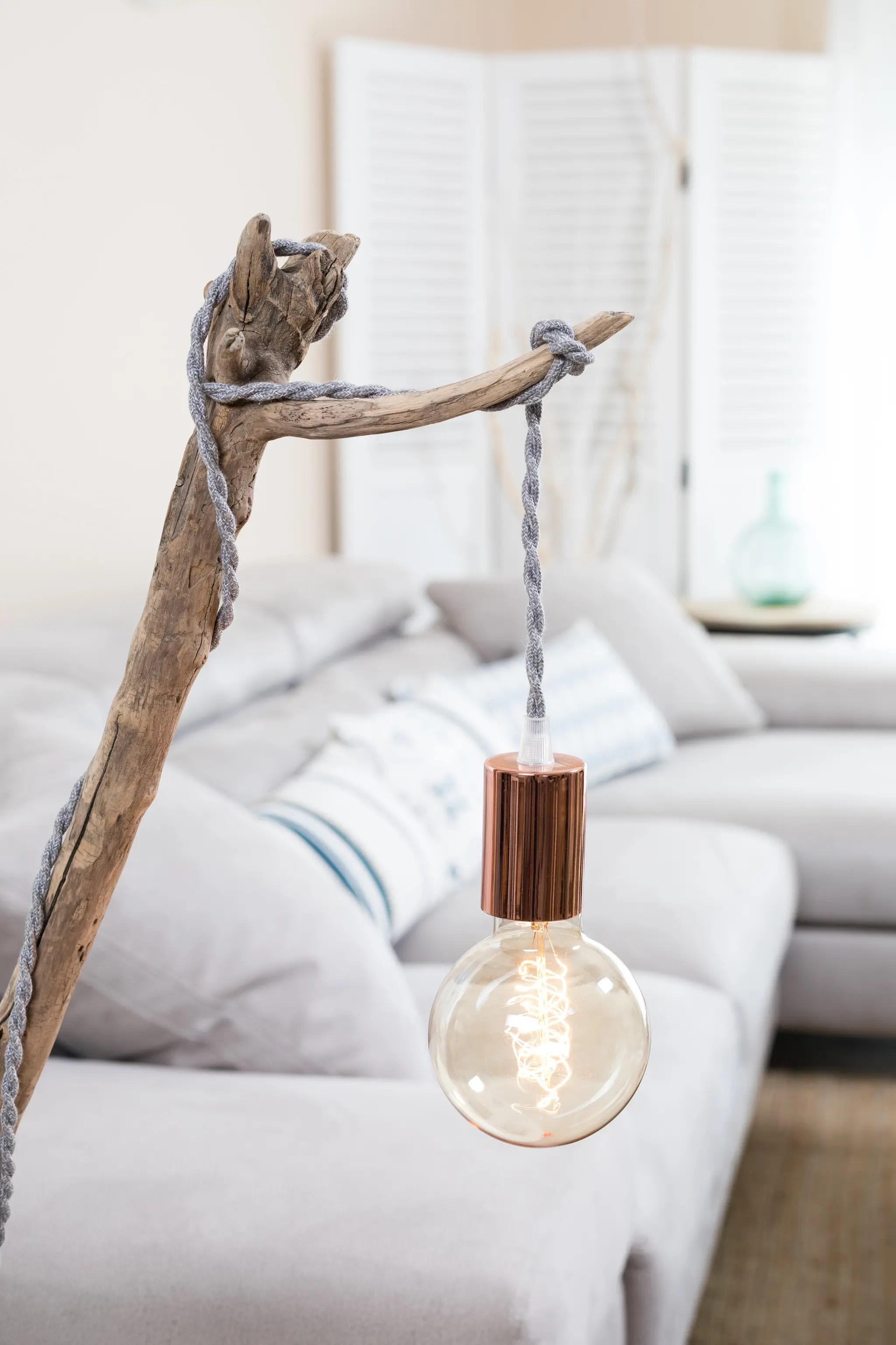 lampe en bois flott et ampoule globe vintage ambiance. Black Bedroom Furniture Sets. Home Design Ideas