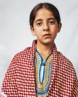 Douha vive num campo de refugiados palestiniano em Hebron, West Bank. Com 10 anos, partilha quarto com suas 5 irmãs.