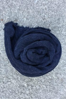 Navy 'Luxury' skjerf i 100% supersoft cashmere fra Natura Casmere. Medium size: 100*160 cm