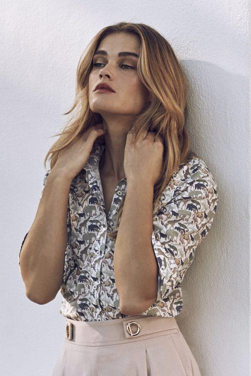 Feminin skjorte med safariprint Stenstrøms