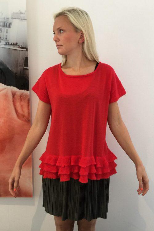 Rød cashmere genser med kort erm og volanger Dear Dharma - frilly