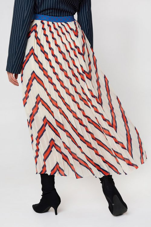 Langt offwhite med rødt mønster plisséskjørt fra By Malene Birger - alvilamma q64781002