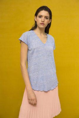 Hvit eller sort lintopp med v-hals Cathrine Hammel - 207.118 linnen v-neck t-shirt Vist i en annen farge enn bestilt.