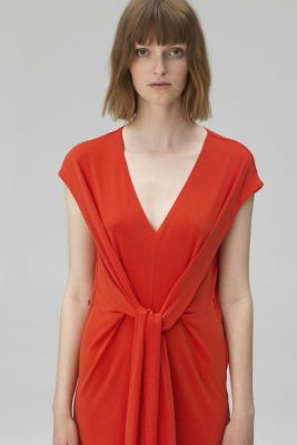 Rød kjole med knyting foran By Malene Birger - quinnas q55597125