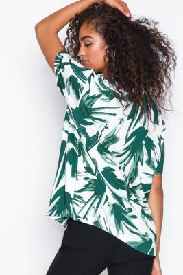 Hvitgrønn bladmønstret t-shirt By Malene Birger - pouling q65079001