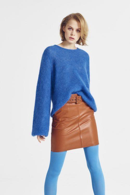 Lapis blue mohair mix genser med poseerm Gestuz - holly Cognac skinnskjørt Gestuz - storia skirt