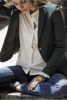 Ecru bomullsbluse med kinahals og volang-mansjetter Mos Mosh - 119190 mattie shirt