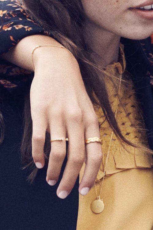 'Romance' ring (til venstre) og flettet ring 'Braide' Enamel Copenhagen - R35SM Ring, romance og R34GM Ring, braided