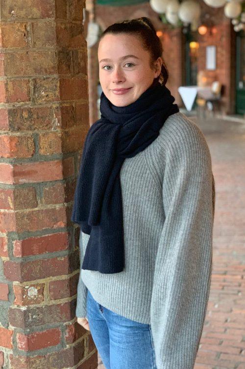 Camel, flaskegrønn, navy, sort eller gråmelert 100% cashmere skjerf med ribbet avslutning på begge sider Emma - emma scarf