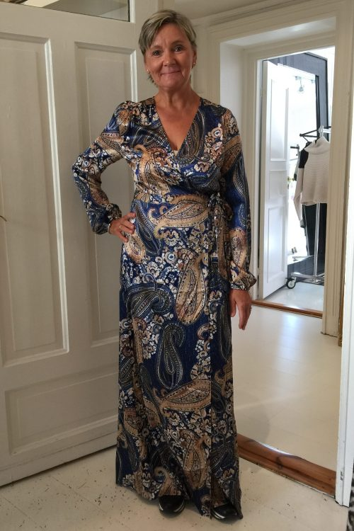 Camelblå paisleymønstret lang silkekjole Dea Kudibal - matilde paisley blue